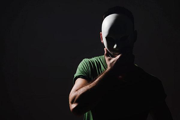 images_3052017_man-wearing-mask-in-dark.jpg