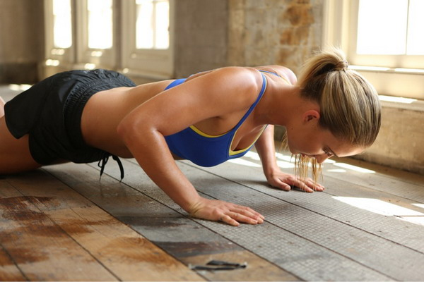images_3152017_2_pushup-girl-exercises-at-home.jpg