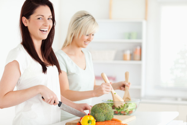 images_352017_women-laughing-with-salad-600x400.jpg