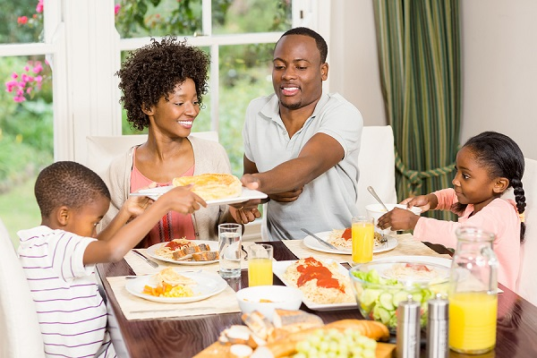 images_1262017_2_bigstock-Happy-family-eating-together-a-RE600.jpg