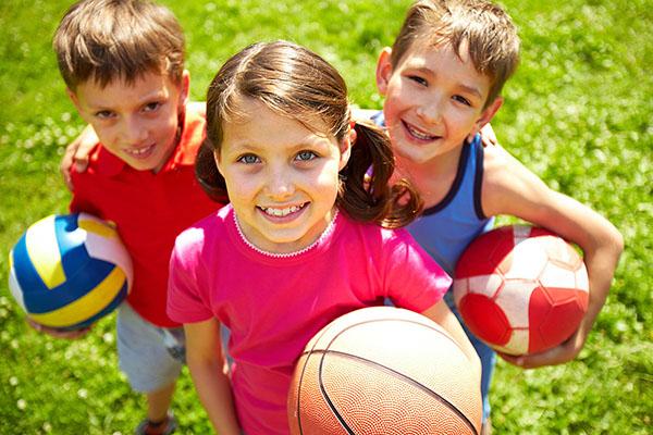 images_1562017_2_Kids-holding-balls.jpg