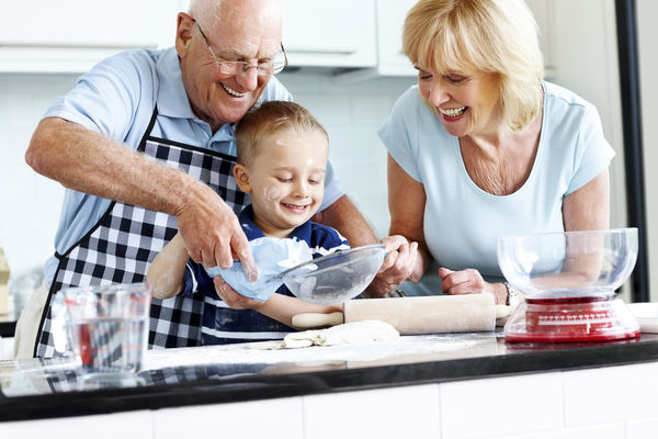 images_2762017_grandparents_and_kid_cooking.jpg