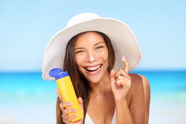 images_2862017_2_bigstock-Sunscreen-woman-applying-sunta-65080660.jpg