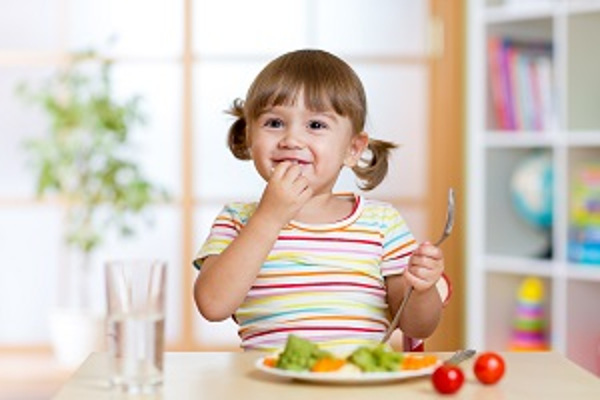images_862017_xWIC-Kid-Eatting-food-.jpg.pagespeed.ic.Ir0aZXaQ90.jpg