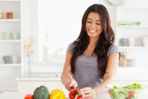 images_1572017_woman-in-the-kitchen.jpg