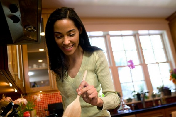 images_1872017_black-woman-cooking-600x400.jpg