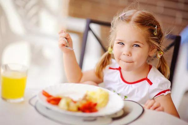 images_1872017_little-kid-girl-eating-nutrition.jpg