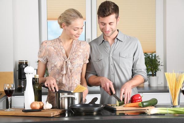 images_1192017_woman-kitchen-man-everyday-life-298926_25d6f6dd-bdaa-4e25-a502-6a47d488aa26_600x.jpeg